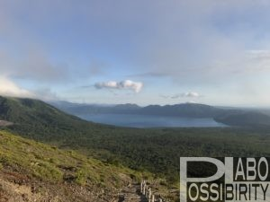 樽前山から眺める支笏湖