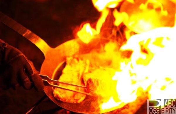 キャンプ用フライパン,ターククラシックフライパン,焚き火料理,鉄,蓋,サイズ,重さ,シーズニング,焼ならし,メンテナンス,焦げ付き防止